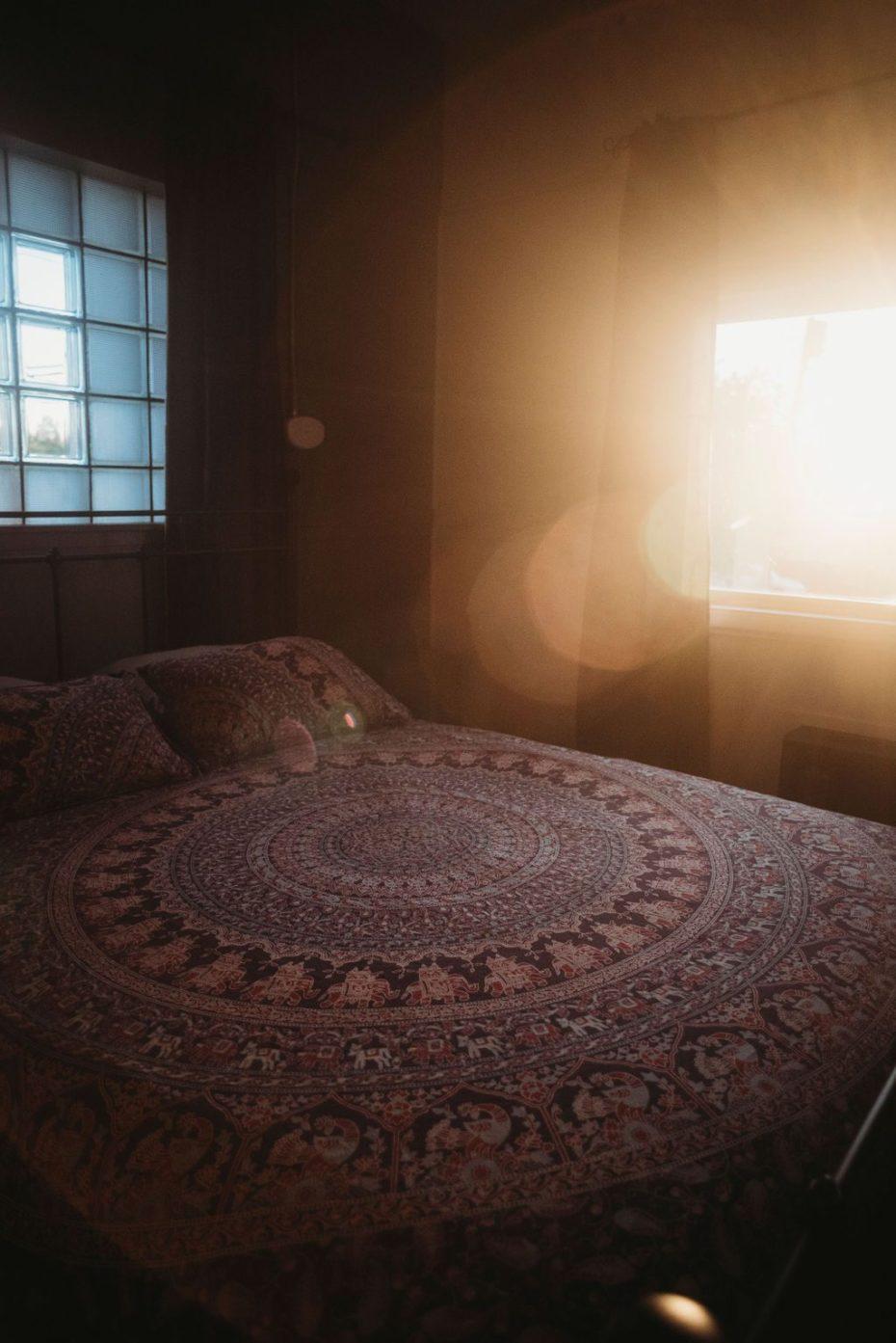 beautiful queen room at dusk